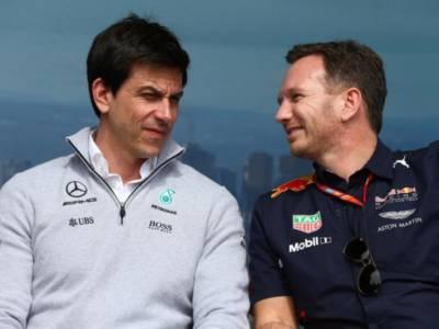 VIDEO F1, siparietto tra Horner e Wolff: chi cambia la power-unit? Sfida tra Red Bull e Mercedes