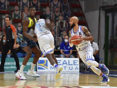 Basket, Supercoppa Italiana 2021-2022: Trieste corsara a Trento, Sassari batte in casa Cremona