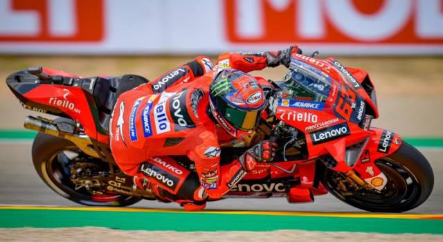 MotoGP, risultati e classifica warm-up GP Aragon: Francesco Bagnaia è il più veloce. Valentino Rossi 15°