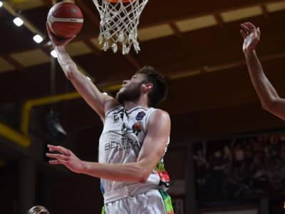 Basket, Supercoppa Italiana: Sassari espugna Varese, Tortona concede il bis battendo Trento