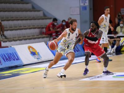 Basket, Supercoppa Italiana 2021-2022: Cremona si aggiudica il derby lombardo con Varese, Tortona espugna Trieste