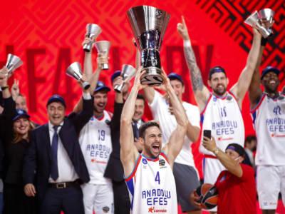 Basket, Eurolega 2021-2022: le favorite. L'Efes Istanbul tenta il bis, Milano vuole i play-off. Attenzione però a CSKA, Barcellona e Real Madrid!
