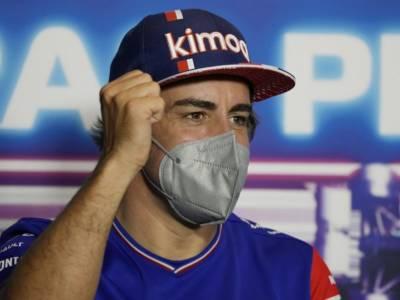 """F1, Fernando Alonso: """"Hamilton-Verstappen? Un incidente di gara, Lewis ha costretto Max a stare largo"""""""