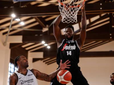 LIVE Trento-Virtus Bologna 88-102, Serie A basket in DIRETTA: le V Nere sfondano quota 100 alla prima giornata con 21 punti di Kevin Hervey