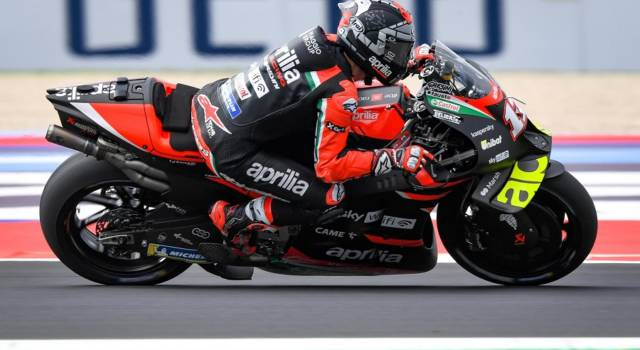 VIDEO MotoGP, il nuovo prototipo dell'Aprilia con l'abbassatore. Di cosa si tratta