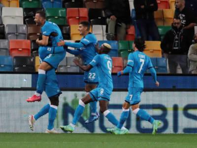 Calcio, Serie A 2021-2022: il Napoli passeggia 4-0 a Udine e ora è solo in vetta alla classifica