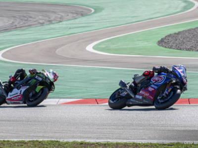 Superbike, Mondiale 2021: la sfida tra Toprak Razgatlioglu e Jonathan Rea si sposta a Jerez con un solo punto di distacco!