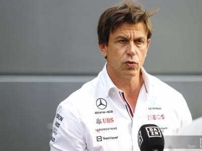 """F1, Toto Wolff: """"La manovra di Max Verstappen è un fallo tattico. Senza l'Halo Hamilton sarebbe morto"""""""