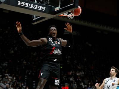Basket, Supercoppa Italiana 2021: la Virtus Bologna batte una gagliarda Tortona, ma perde Udoh per un brutto infortunio