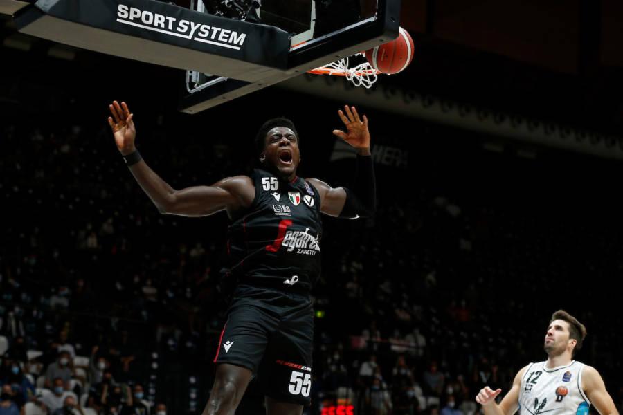 Basket, Supercoppa Italiana 2021: la Virtus Bologna batte una gagliarda Tortona, ma perde Udoh per un brutto ...