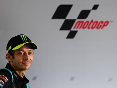 """MotoGP, Valentino Rossi: """"Volevo continuare, ma non sono competitivo. Nel 2022 correrò con le GT"""""""