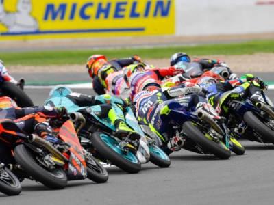 LIVE Moto3, GP Aragon 2021 in DIRETTA: Dennis Foggia vince in volata! A terra Acosta e Garcia!