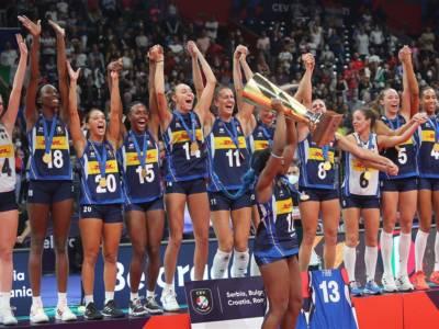 Volley, l'Italia vince gli Europei con 16 giocatrici: sul podio le maglie di Bosetti e Fahr, infortuni sul percorso
