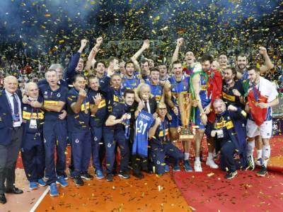 VIDEO Volley, l'Italia vince gli Europei! La festa sul podio e la premiazione: suona l'Inno di Mameli a Katowice