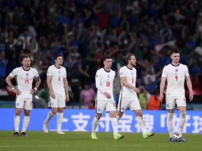 Calcio, disordini prima della finale degli Europei: un turno a porte chiuse per l'Inghilterra