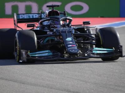 """F1, Lewis Hamilton """"costretto"""" a guadagnare terreno su Max Verstappen ad Austin. La Ferrari si confermerà terza forza?"""