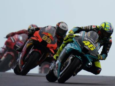 MotoGP, risultati e classifica FP1 GP Misano: Johann Zarco in testa, 5° Morbidelli, 12° Valentino Rossi