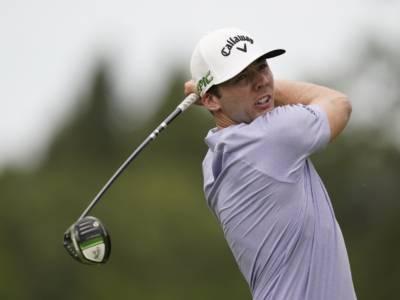Golf, Adam Schenk balza al comando dello Shriners Children's Open ad un round dal termine. Crolla Francesco Molinari