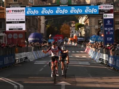 Giro di Lombardia 2021, Tadej Pogacar trionfa davanti ad uno straordinario Fausto Masnada