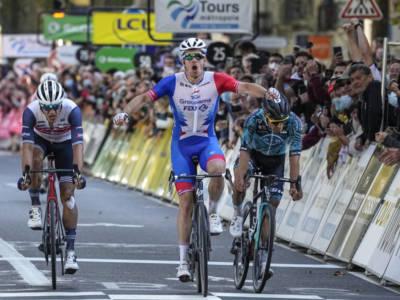 "Arnaud Démare vince la Parigi-Tours: ""Ultimi mesi difficili, mi sono mancati i risultati"""