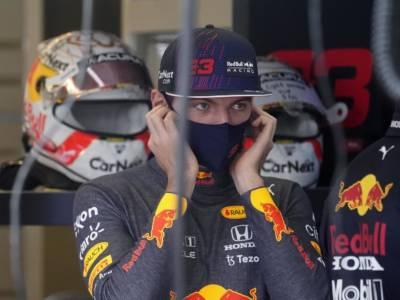 """F1, Max Verstappen dopo il dito medio a Hamilton: """"Non ho capito cosa voleva fare"""""""