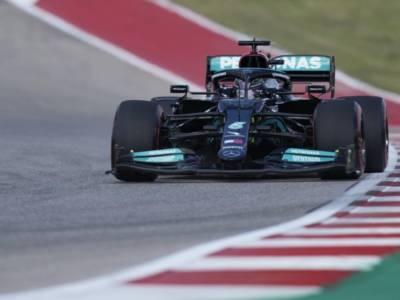 """F1, Lewis Hamilton: """"Buon venerdì ma c'è ancora lavoro da fare. Il passo comunque non è male"""""""