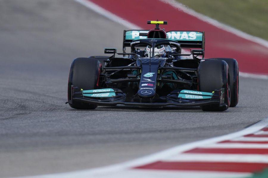 F1, gli avvallamenti di Austin favoriscono la Mercedes. Ma la penalizzazione a Bottas può rimescolare le carte