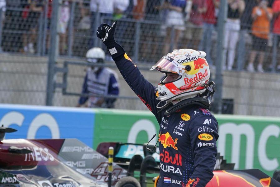 """F1, Max Verstappen: """"Siamo stati aggressivi con la strategia e non ero sicuro che avrebbe funzionato"""""""