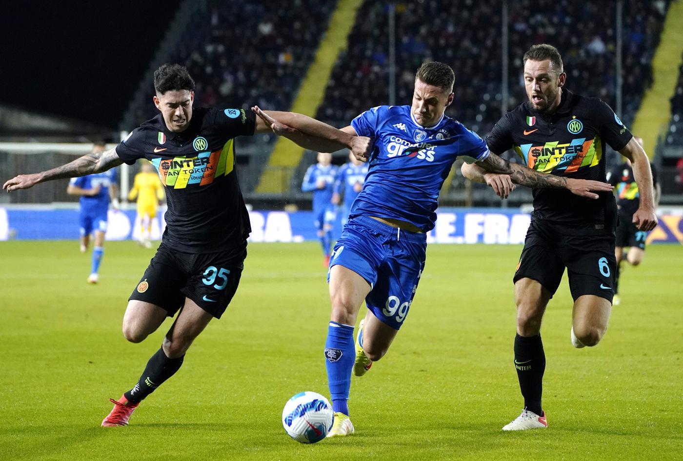 VIDEO Empoli Inter 0 2: gol dalla difesa e un'espulsione. Il film del match