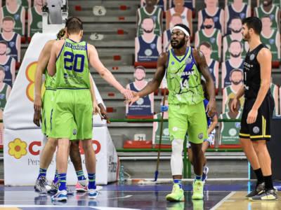 LIVE Tenerife-Dinamo Sassari 87-60, Champions League basket in DIRETTA: disastro Sassari, Tenerife conquista agilmente la vittoria