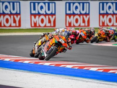 LIVE Moto2, GP Emilia-Romagna 2021 in DIRETTA: Lowes mette tutti in riga e conquista la pole, quinto posto per Vietti