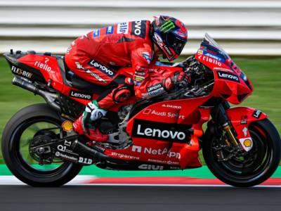 DIRETTA MotoGP, GP Emilia-Romagna LIVE: Bagnaia in pole! La griglia di partenza: ultimo Valentino Rossi