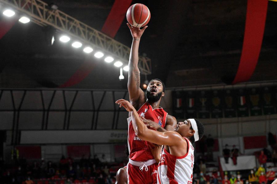 Basket, Serie A 2021 2022: Reggio Emilia e Brescia espugnano pesantemente Varese e Sassari