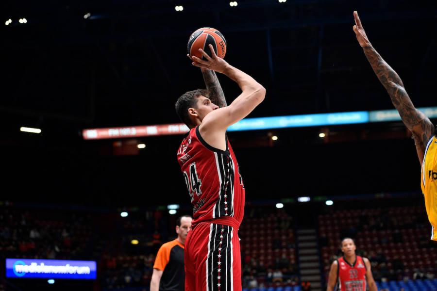 LIVE Olimpia Milano Anadolu Efes 53 44, Eurolega in DIRETTA: Milano continua a macinare punti e scappa, Datome e Shields sugli scudi