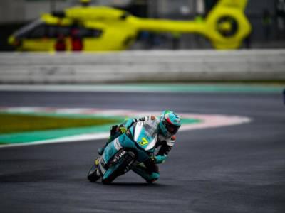 Moto3, monumentale rimonta di Dennis Foggia a Misano! Da 14° a 1°, si porta a -21 da Acosta nel Mondiale!