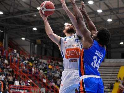 Basket, Serie A 2021-2022: Napoli, prima gioia. Milano e Virtus Bologna corsare. Brivido d'overtime per Sassari