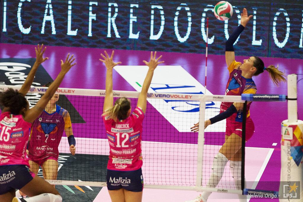 Volley, serie A1 femminile, terza giornata. Novara vince 3 2 la sfida infinita sul campo di Monza. Karakurt: 29 punti
