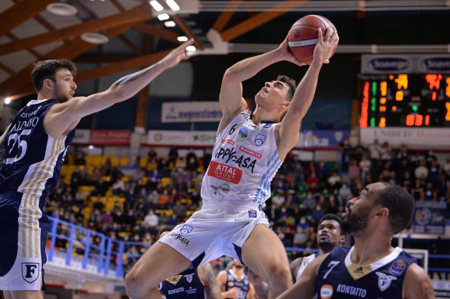 Basket, i migliori italiani della 4a giornata di Serie A. Alessandro Zanelli sugli scudi, tantissimi i protagonisti