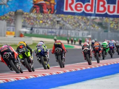 VIDEO MotoGP, GP Americhe 2021: minuto di silenzio per Dean Berta Vinales