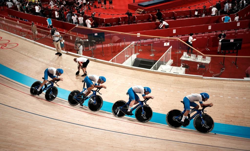 LIVE Ciclismo su pista, Mondiali 2021 in DIRETTA: subito Ganna a caccia del podio con il quartetto olimpionico!