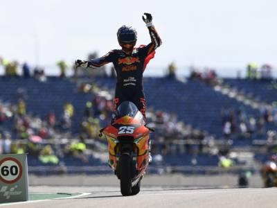 Moto2, Raul Fernandez trionfa ad Austin e riapre il Mondiale! Di Giannantonio e Bezzecchi sul podio
