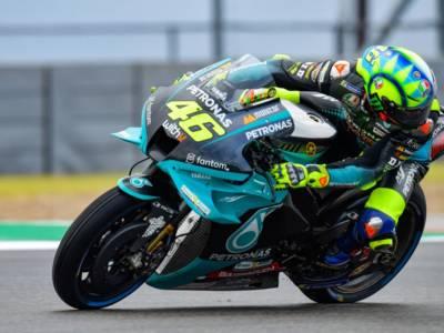MotoGP, Valentino Rossi cade nel Q1: il Dottore partirà penultimo, gara difficile in vista