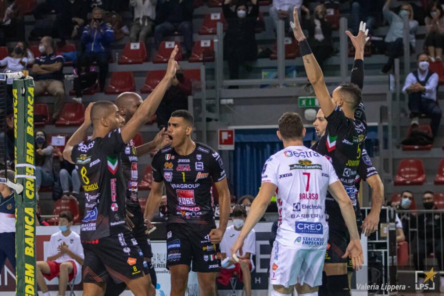 LIVE Civitanova Monza, Supercoppa Italiana volley in DIRETTA: prima semifinale in tempo reale