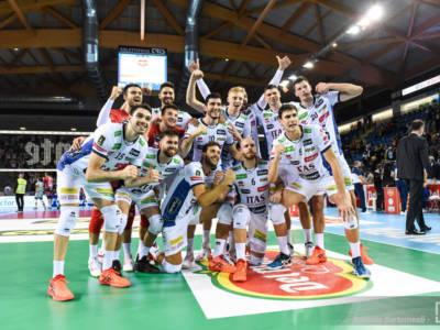 Volley, Supercoppa Italiana: Trento tramortisce Perugia e vola in finale contro Monza
