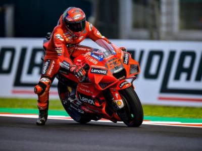 MotoGP, Francesco Bagnaia in pole position nel GP Emilia Romagna! Prima fila tutta Ducati, 15° Quartararo