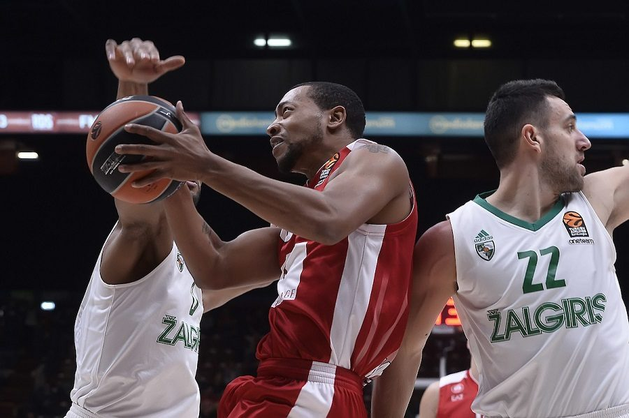 Eurolega 2017, lo Zalgiris travolge Milano al Forum