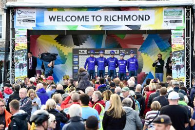 big-crowds-turn-out-to-see-the-riders-sign-on-in-richmond.jpg